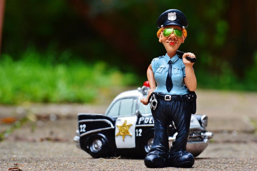 policewoman-986044_1920
